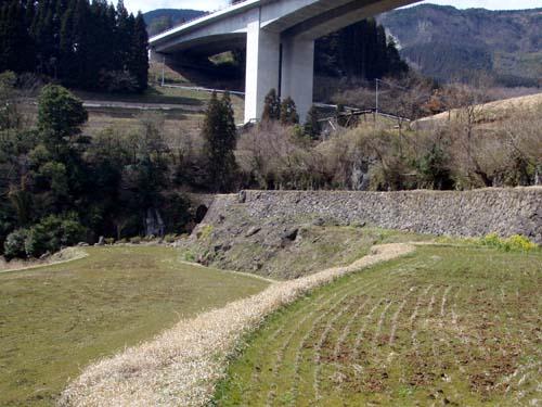 20070317右田井路の通水橋-1