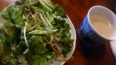カレー工房SAIGON ラーメンセットのサラダとチャイ