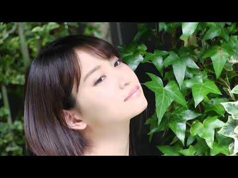 【動画】ちらりと見せる谷間に釘付け 元AKB48・永尾まりや