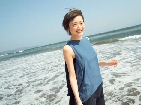 """生駒里奈""""アイドルとして最後のグラビア""""変わらぬ透明感と成長した美しさ見せる"""