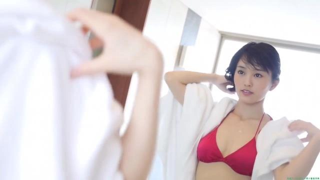 山本彩赤ビキニ_00_04_11_05_205