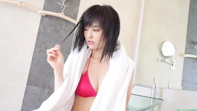 山本彩赤ビキニ_00_04_44_08_233