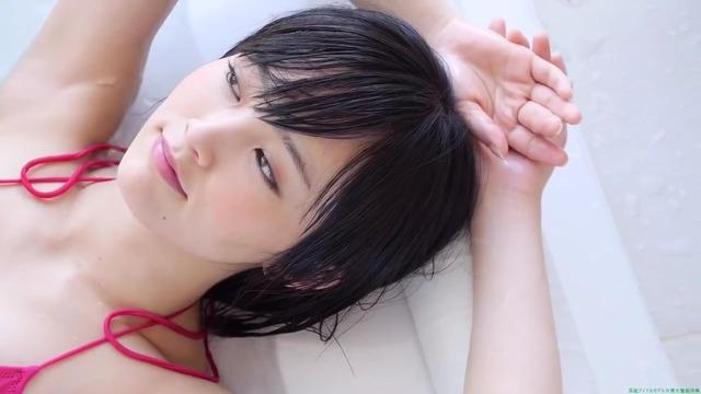山本彩赤ビキニ_00_01_09_07_52