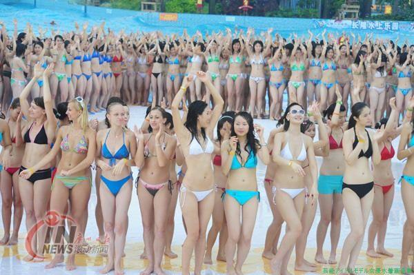 1202人のビキニ美女 ギネス世界記録中国 広州