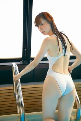 白い競泳水着グラビア,秋山莉奈「37枚」