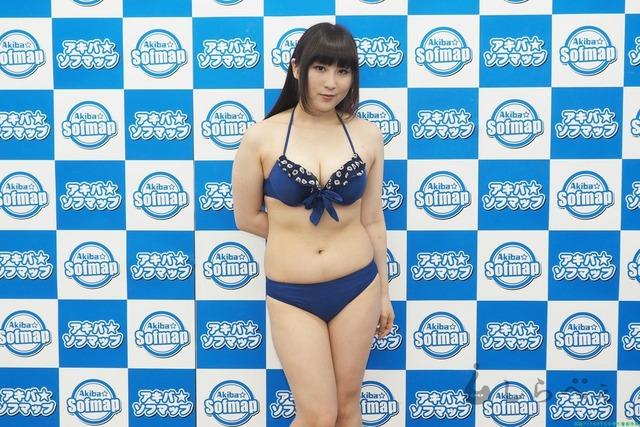 Gカップのグラビアアイドル佐藤亜美水着画像