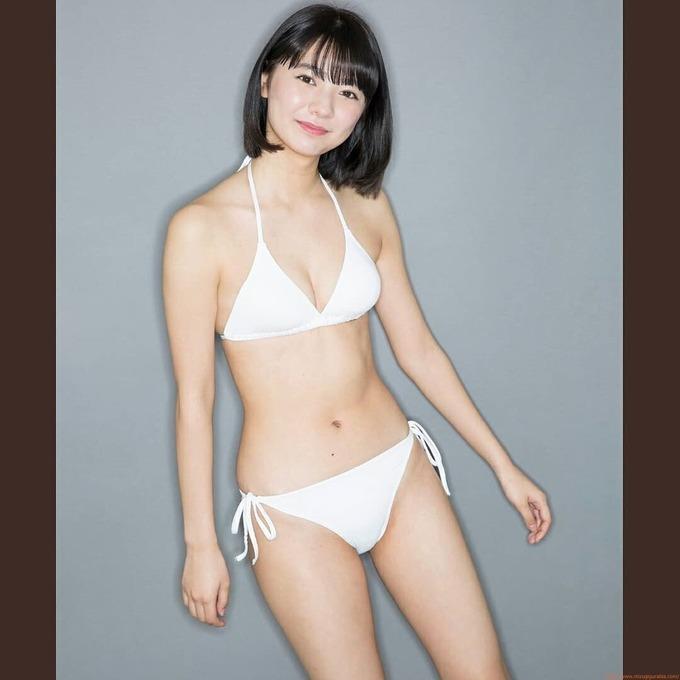 川津 明日香元セブンティーンモデルのスレンダー水着ビキニ画像「8枚」