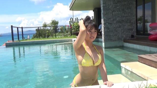 JKアイドル 大原優乃プールでのセクシービキニ水着グラビア