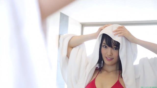 山本彩赤ビキニ_00_03_57_03_193