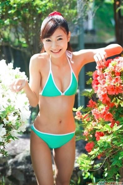 身長145cmちっちゃすぎるグラビアアイドル中村彩水着ビキニ画像「16枚」