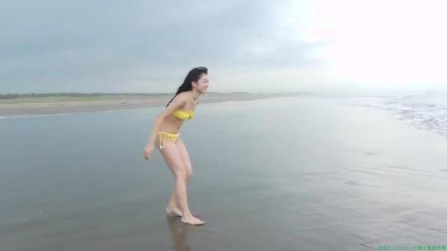 渡辺美優紀 「みるネコ」黄色いビキニ「25枚」海 波 浮き輪