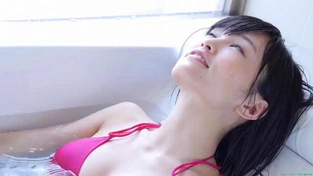 山本彩赤ビキニ_00_00_13_09_5