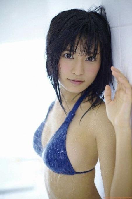 小島瑠璃子青色ビキニグラビア画像「9枚」