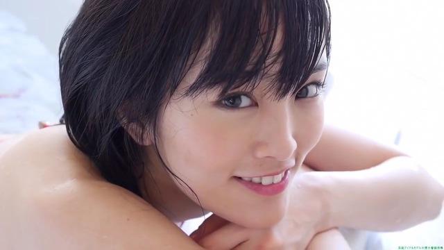 山本彩赤ビキニ_00_01_58_05_93