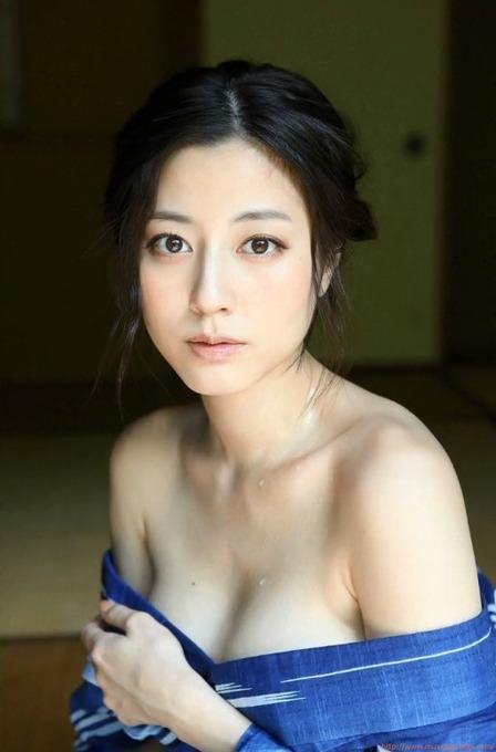 杉本有美(26歳)大人の温泉旅行グラビア 水着ビキニ画像「138枚」