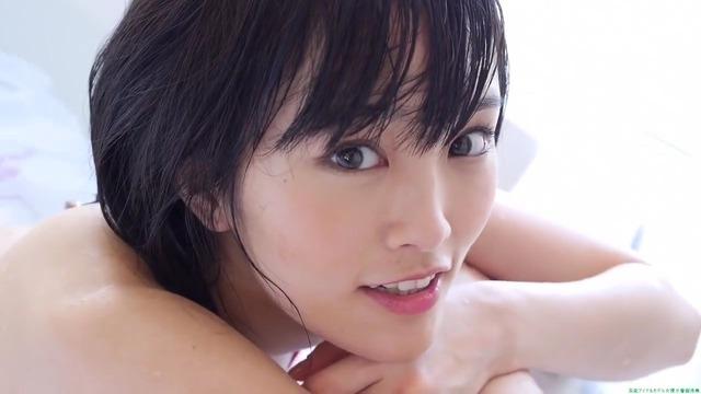 山本彩赤ビキニ_00_01_57_03_92