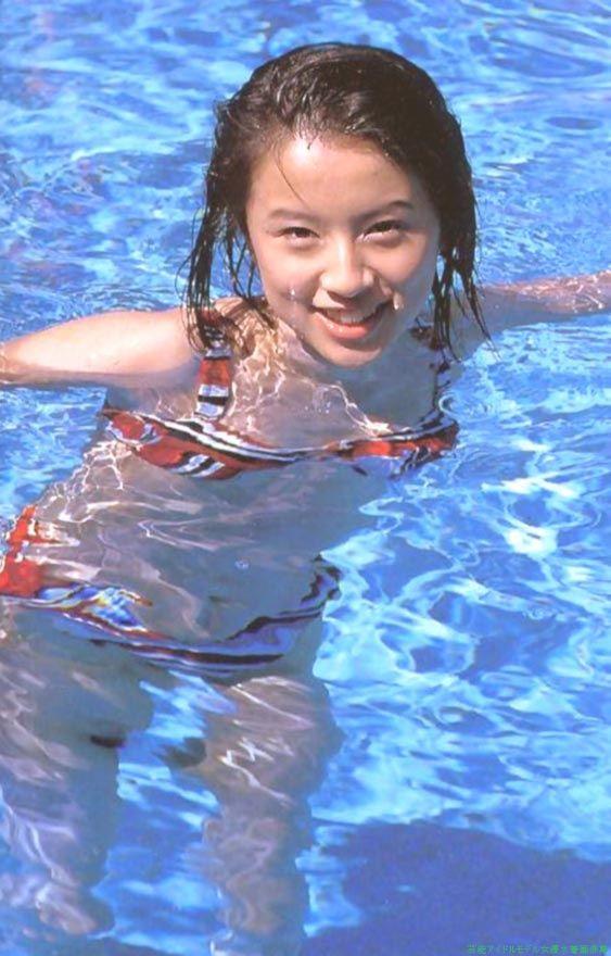 水中でセクシーな鈴木亜美