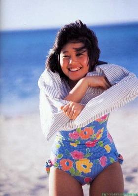 80年代アイドル四天王,浅香唯水着ビキニグラビア「47枚」画像