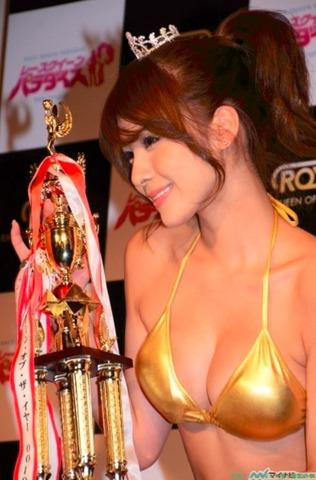 ゴールドビキニ 立花サキ「レースクイーン・オブ・ザ・イヤー11-12」のグランプリ