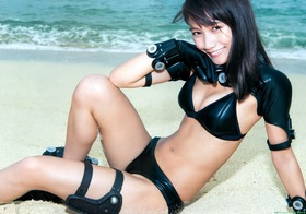 モデル武田あやな(21歳)のGANTZコスプレ&ビキニ画像