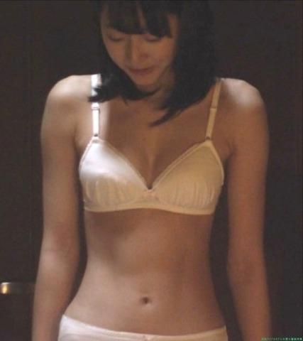武田玲奈 深夜ドラマ100万円の女たちでお下着姿