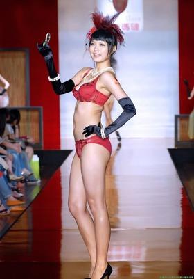 美人中国人モデルの下着ファッションショー「63枚」