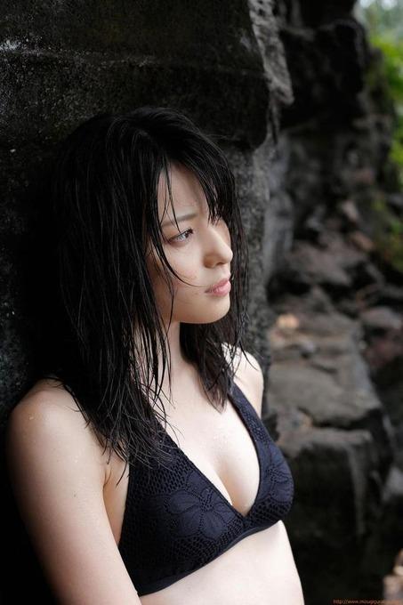矢島舞美 セクシーかわいいブラックビキニ「36枚」