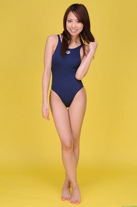 バレリーナグラドル叶丘真悠 競泳水着グラビア「30枚」画像