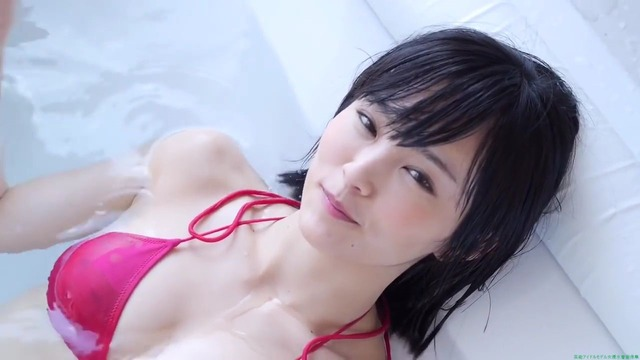 山本彩赤ビキニ_00_01_19_02_60