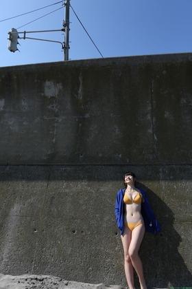 黄色のビキニ鈴木愛理水着ビキニグラビア「17枚」画像