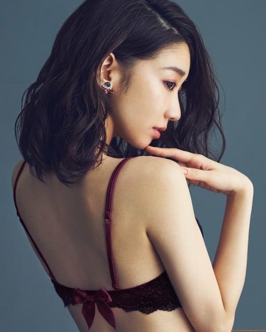 """AKB48 柏木由紀 ×ラヴィジュールのランジェリー発売 """"大人可愛い""""を演出"""