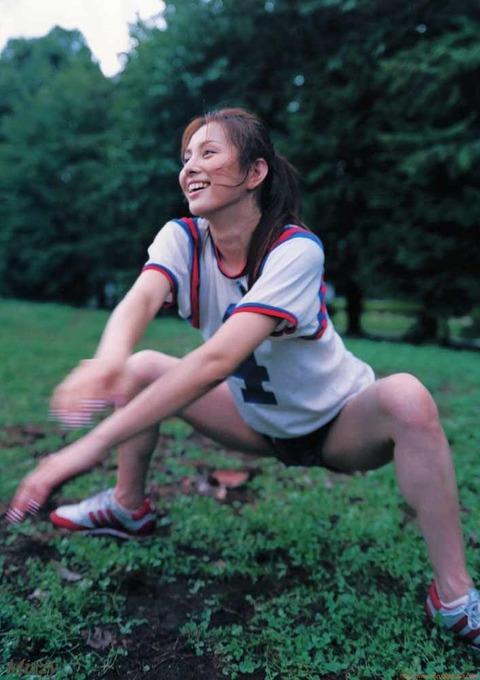 シコを踏む米倉涼子