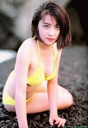 奥菜恵さんのビキニ