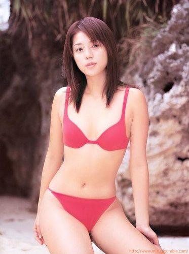 吉岡美穂のグラビア水着画像「42枚」