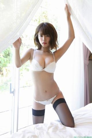 Iカップのグラビアアイドル 菜乃花スーツに下着スク水水着ビキニ「104枚」