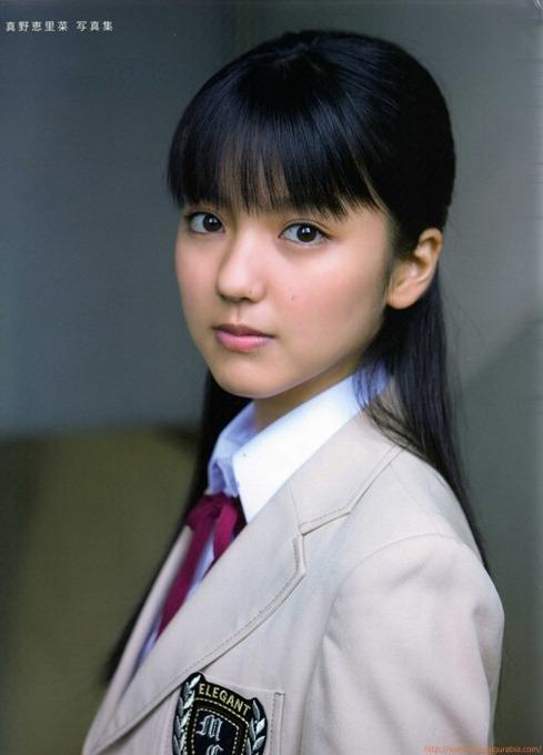 真野恵里菜(当時17歳)制服、ビキニ、スクール水着グラビア画像「55枚」
