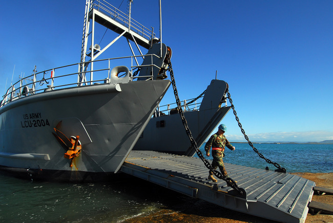 _Army_landing_ship_Aldie_(LCU_2004)