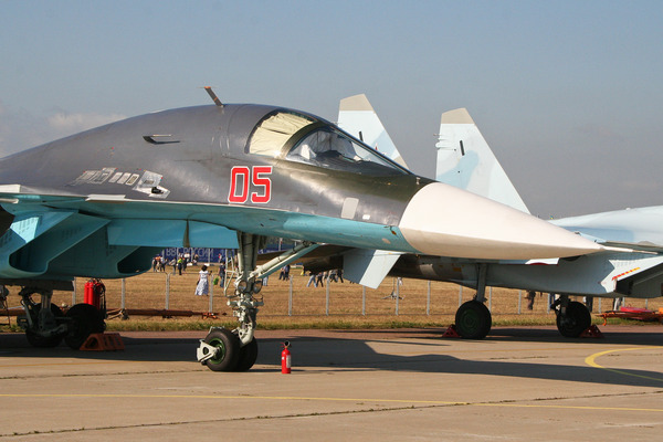 Sukhoi_Su-34_Fullback_05_red_(8581952017)