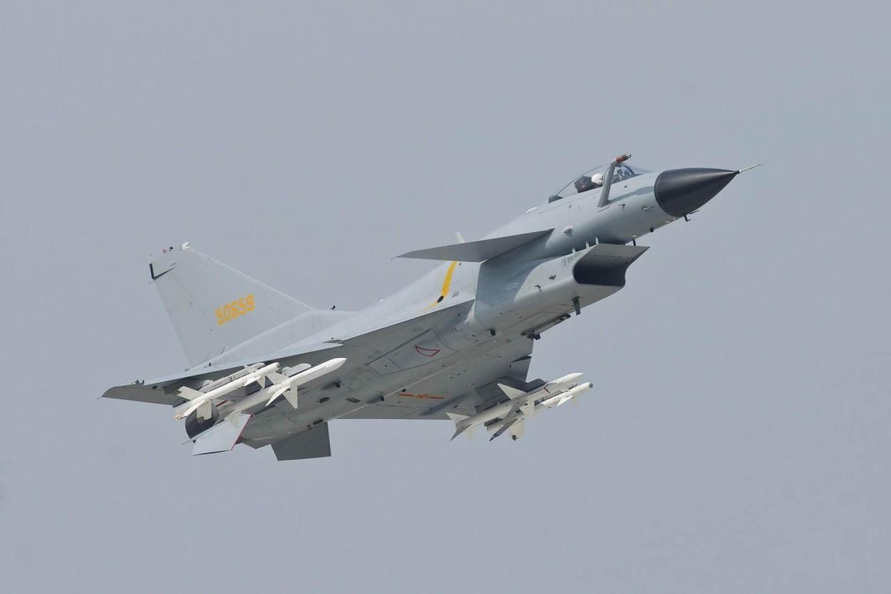 「韓·中·日3国の主力戦闘機を比較したニダー。韓国のF-15Kが最強ニダ」 : 気になりますちゃんねる Futuristic Fighter Jets