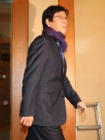 紫 パンツ 栗山監督