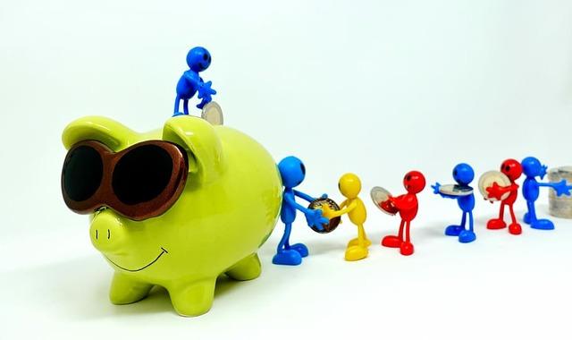 save-piggy-bank-teamwork-together
