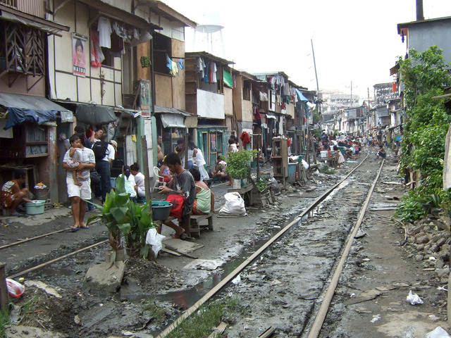 Philippine_National_Railways_Manila_squatter