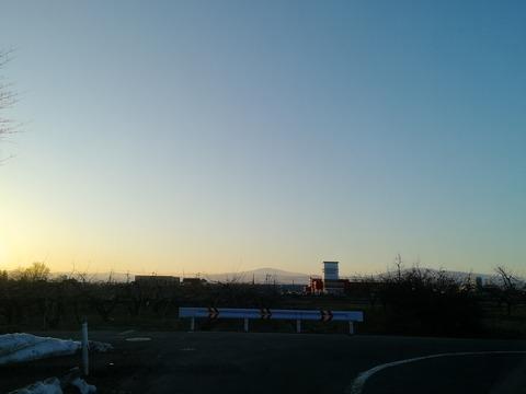 夕照の月山