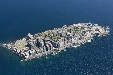 【歴史】韓国人の語り部「強制徴用された軍艦島で虐殺が起こって1000人殺された」「足枷のない奴隷」元島民たち「嘘だ!」