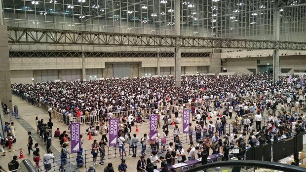 韓国人「命がけで握手会をする日本のアイドルたちの過酷な現状」