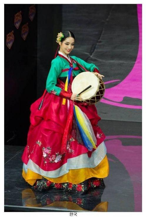 韓国人「ミス・ユニバースたちの伝統衣装」「米国www」「韓国が最高だね。日本、中国はおかしくて残念…」