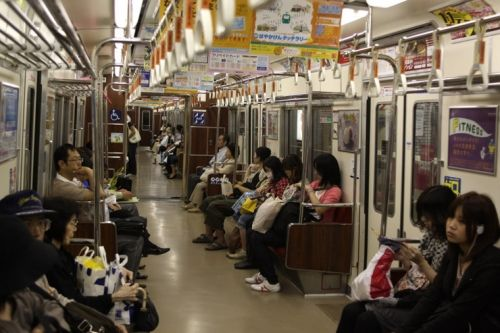 韓国人「体臭や口臭がしたり歯が黄色い人多いし、日本は何か特有の湿ったベトベトした感じがあるようです」