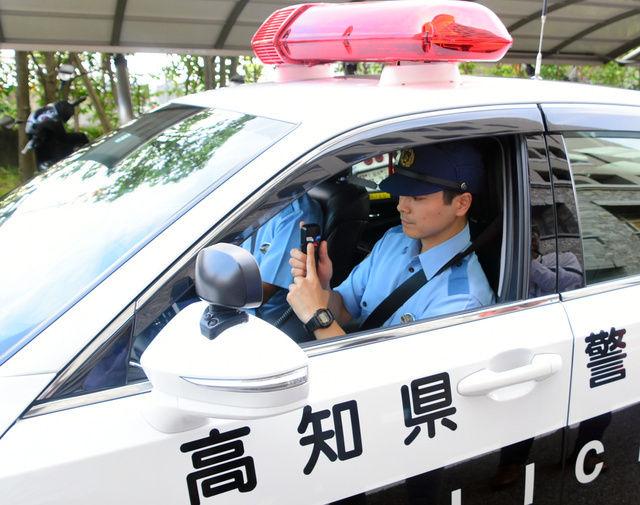 【朗報】高知県警のパトカーのサイレンが「キュイーン」音にwwwwww パチンカスの脳汁が止まらない!!