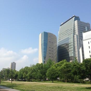 久々の大阪城公園から歴史博物館・NHKを望む