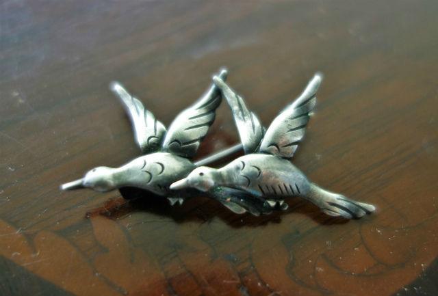 鳥のブローチ3